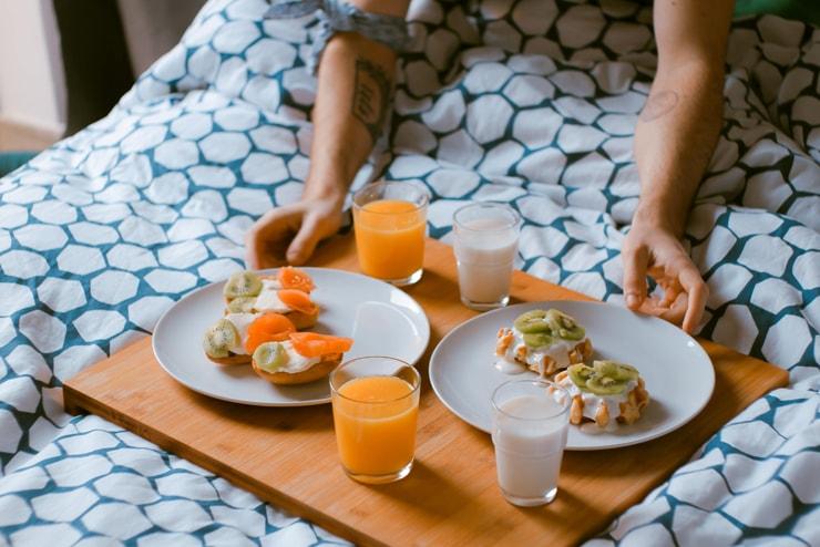 zajtrk za dva postelja moški